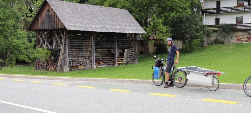 La SlOVENIE en vélo électriquesolaire